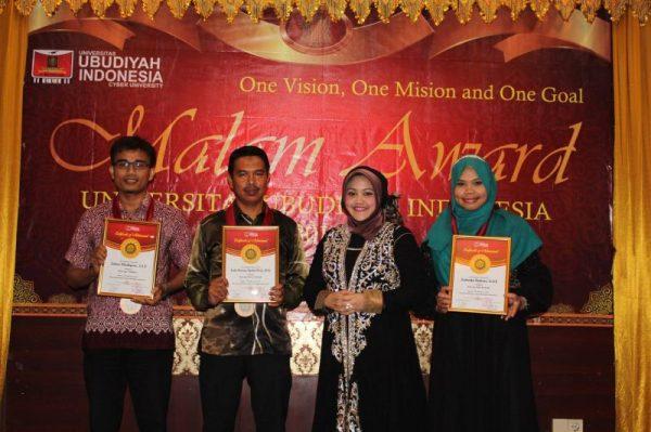 Malam Award UUI 2016 Tiga Dosen dan Staf dapat Award